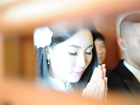 Ảnh cưới tuyệt đẹp của á hậu Thùy Trang - 1