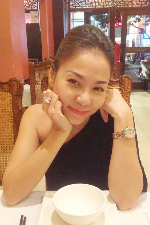 """Nhẫn đính hôn """"lóa mắt"""" của sao Việt - 8"""