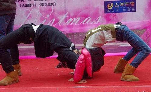 """Cuộc thi hôn """"bất thường"""" ở Trung Quốc - 4"""
