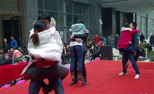 """Cuộc thi hôn """"bất thường"""" ở Trung Quốc - 5"""