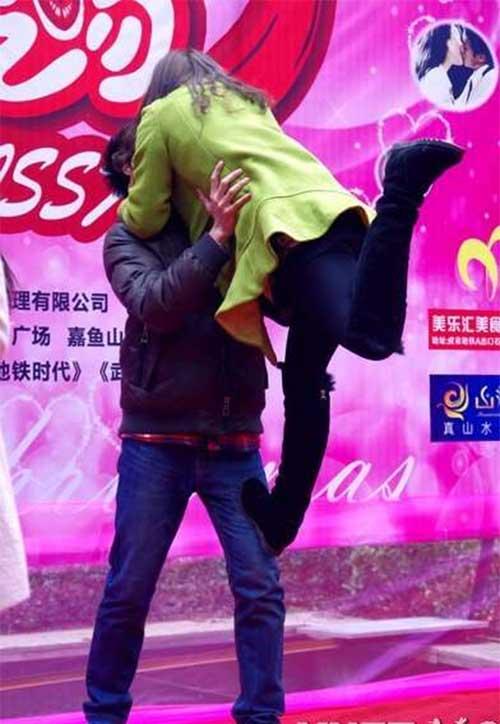 """Cuộc thi hôn """"bất thường"""" ở Trung Quốc - 6"""