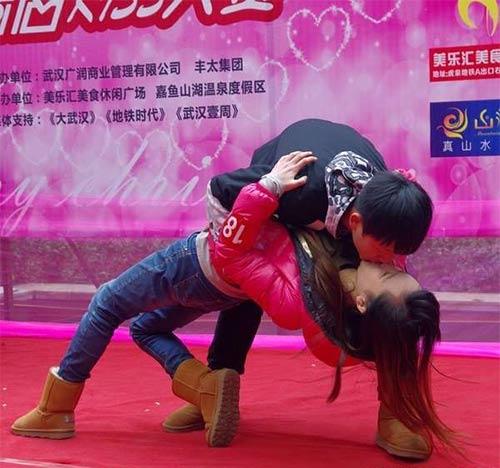 """Cuộc thi hôn """"bất thường"""" ở Trung Quốc - 9"""