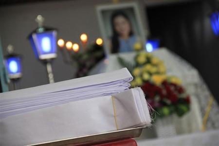 Nỗi đau trong đám tang cô gái bị thiêu sống - 11