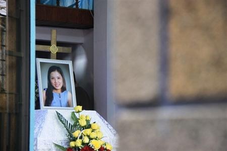 Nỗi đau trong đám tang cô gái bị thiêu sống - 2