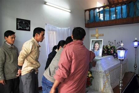 Nỗi đau trong đám tang cô gái bị thiêu sống - 3