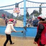 Tin tức trong ngày - Gần 200 người vây nhà máy vàng đòi nợ