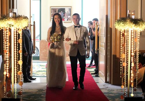 Chồng á hậu Thùy Trang đẹp như... Kim Tan! - 12