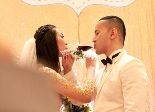 Chồng á hậu Thùy Trang đẹp như... Kim Tan! - 16