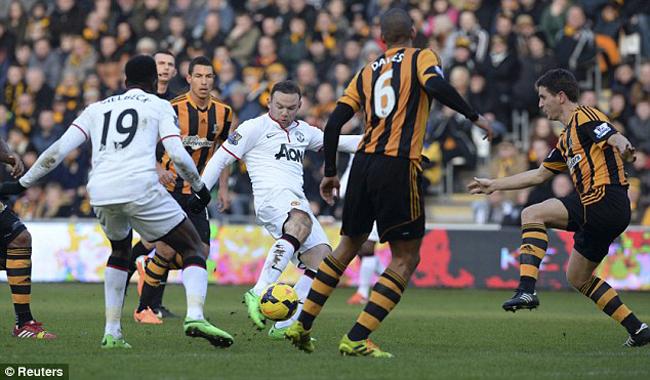 Rooney lập siêu phẩm gỡ hòa 2-2 cho MU trước Hull City.