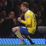 Bóng đá - Podolski-Walcott kéo Pháo trở lại ngôi đầu