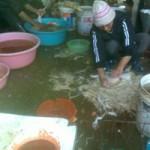Sức khỏe đời sống - Hãi hùng cảnh giết mổ gia cầm sống tại chợ Hà Nội