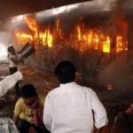 Tin tức trong ngày - Ấn Độ: Lửa phừng phực nuốt tàu hỏa, 23 người chết