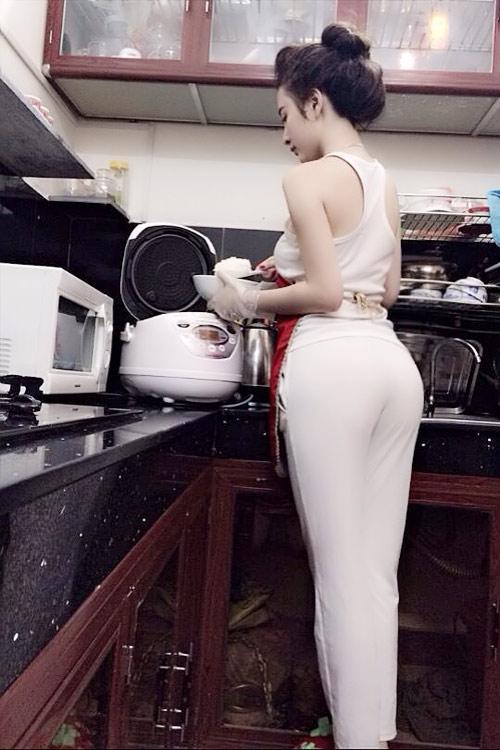 Người đẹp vào bếp cũng tích cực sexy - 2