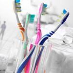 Sức khỏe đời sống - Bàn chải đánh răng là ổ chứa vi khuẩn lớn