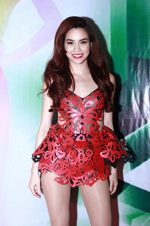 Tuyển tập váy 3D độc đáo của Hồ Ngọc Hà - 2
