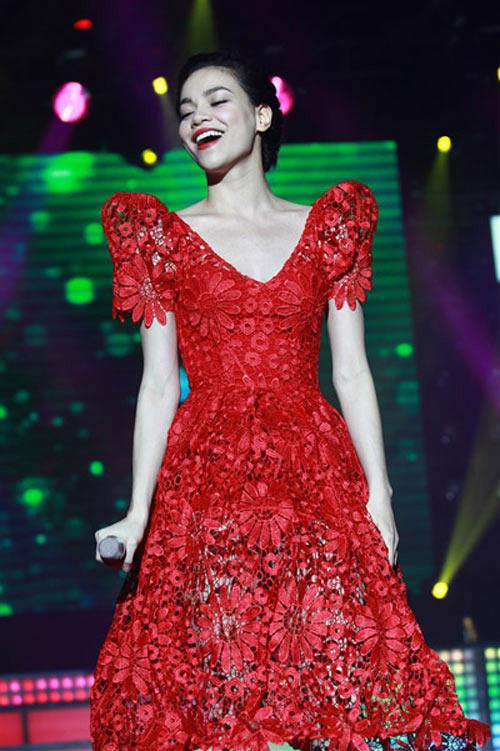 Tuyển tập váy 3D độc đáo của Hồ Ngọc Hà - 9