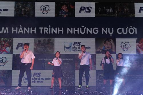 Các Giọng hát Việt nhí hội tụ tôn vinh Nụ cười Việt.