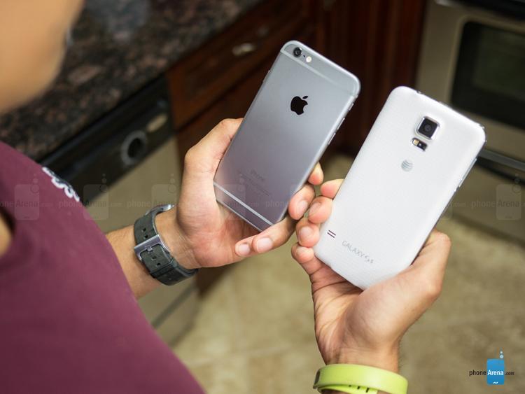 iPhone 6 cũng có thiết kế mềm mại, bo tròn, màn hình lớn hơn, kích thước mỏng hơn so với người tiền nhiệm.