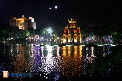 Hồ Gươm rực sáng mừng kỉ niệm 60 năm giải phóng Thủ đô - 7