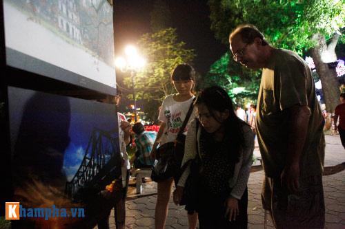 Hồ Gươm rực sáng mừng kỉ niệm 60 năm giải phóng Thủ đô - 8