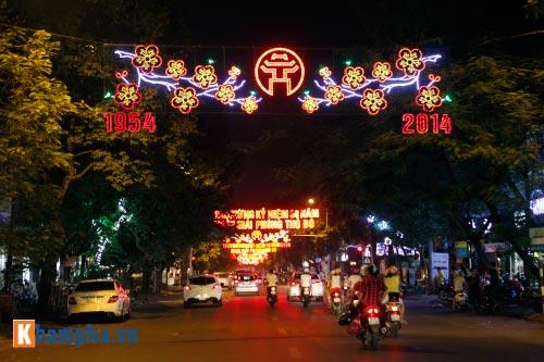 Hồ Gươm rực sáng mừng kỉ niệm 60 năm giải phóng Thủ đô - 15