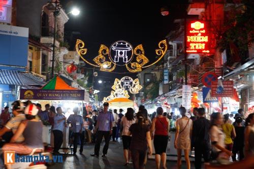 Hồ Gươm rực sáng mừng kỉ niệm 60 năm giải phóng Thủ đô - 19