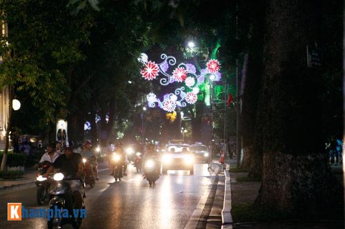 Hồ Gươm rực sáng mừng kỉ niệm 60 năm giải phóng Thủ đô - 14