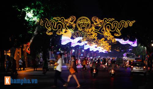 Hồ Gươm rực sáng mừng kỉ niệm 60 năm giải phóng Thủ đô - 1