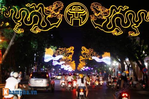Hồ Gươm rực sáng mừng kỉ niệm 60 năm giải phóng Thủ đô - 2