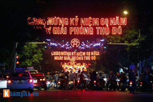 Hồ Gươm rực sáng mừng kỉ niệm 60 năm giải phóng Thủ đô - 16