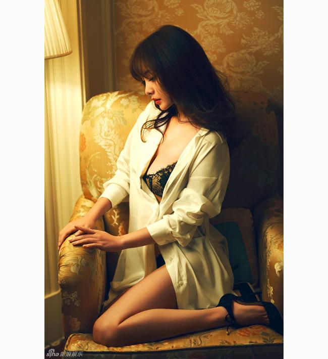 Liễu Nham sinh năm 1980, xuất thân là người mẫu vô danh tiểu tốt ở Đài Loan.