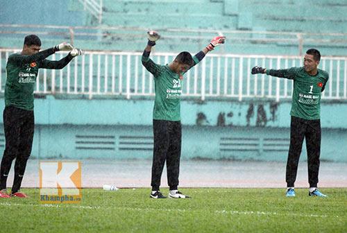 U19 VN đá tập: Thầy Giôm thay Đông Triều, fan tròn mắt - 2