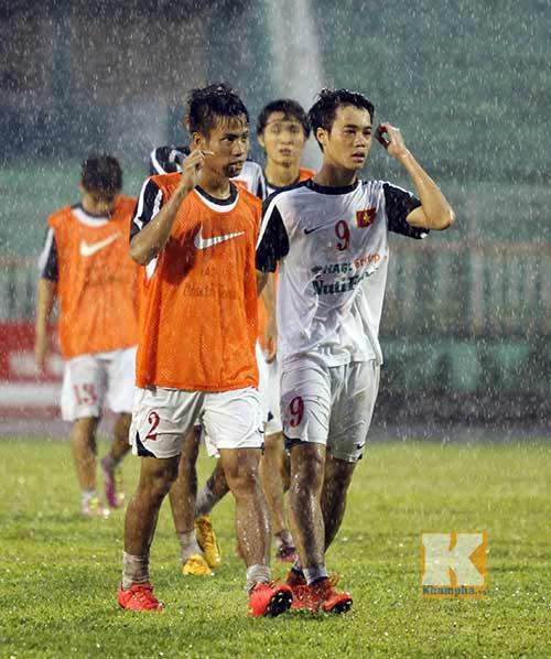 U19 VN đá tập: Thầy Giôm thay Đông Triều, fan tròn mắt - 4