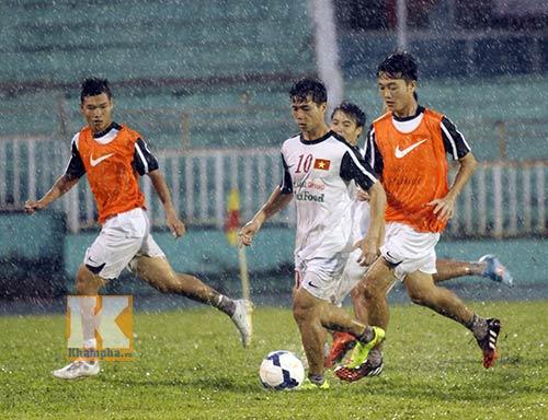 U19 VN đá tập: Thầy Giôm thay Đông Triều, fan tròn mắt - 6