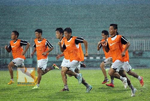 U19 VN đá tập: Thầy Giôm thay Đông Triều, fan tròn mắt - 3