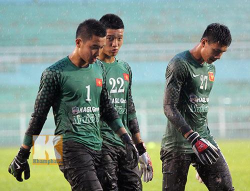 U19 VN đá tập: Thầy Giôm thay Đông Triều, fan tròn mắt - 12