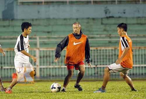 U19 VN đá tập: Thầy Giôm thay Đông Triều, fan tròn mắt - 10