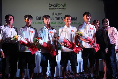 """Các cầu thủ U19 """"đốt nóng"""" lễ ra mắt BallBall ở VN - 14"""