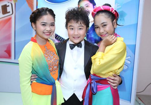 """""""Đột nhập"""" hậu trường Chung kết The Voice Kids - 12"""