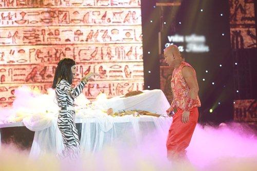 Vợ chồng Phan Đinh Tùng lần đầu khoe con gái trên sân khấu - 14