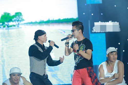 Vợ chồng Phan Đinh Tùng lần đầu khoe con gái trên sân khấu - 15