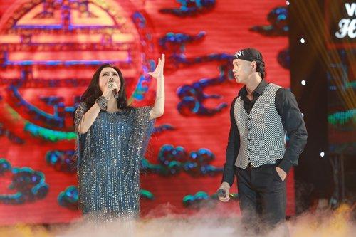 Vợ chồng Phan Đinh Tùng lần đầu khoe con gái trên sân khấu - 16