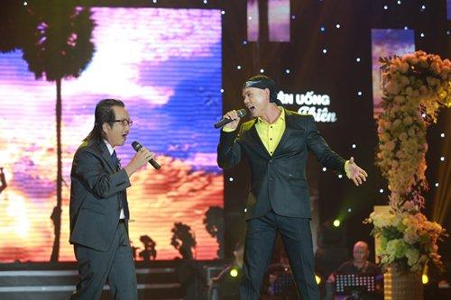 Vợ chồng Phan Đinh Tùng lần đầu khoe con gái trên sân khấu - 7