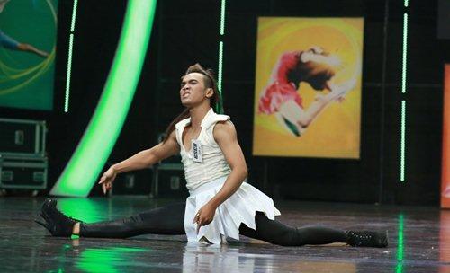 Hotboy mắt hí gây sốt ở Thử thách cùng bước nhảy - 11