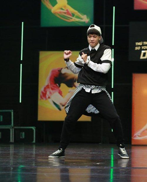 Hotboy mắt hí gây sốt ở Thử thách cùng bước nhảy - 3