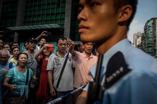 Hong Kong bác bỏ tin dùng xã hội đen chống biểu tình - 2