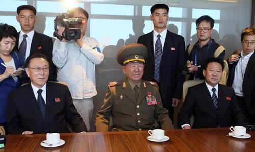 Quan chức Triều Tiên: Kim Jong Un không có vấn đề gì - 2