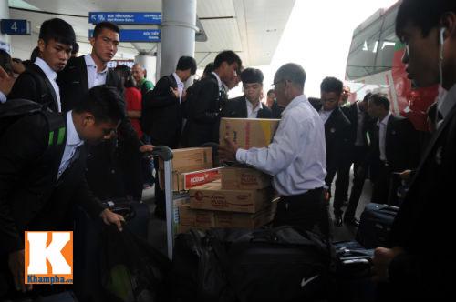 Fan hò reo tiễn U19 VN đi Myanmar so tài giải châu Á - 3