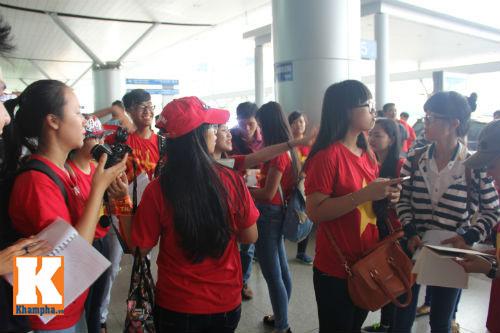 Fan hò reo tiễn U19 VN đi Myanmar so tài giải châu Á - 2