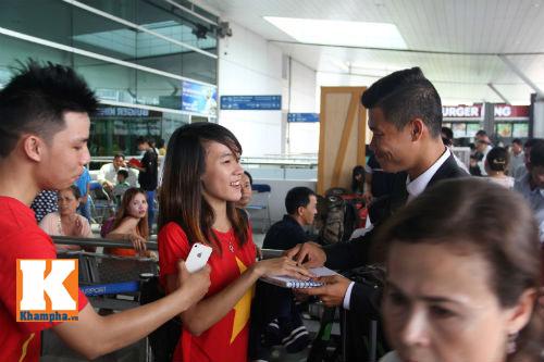 Fan hò reo tiễn U19 VN đi Myanmar so tài giải châu Á - 8